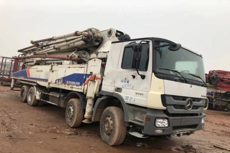 Used BENZ-ZOOMLION Concrete pump Truck with 52m pump
