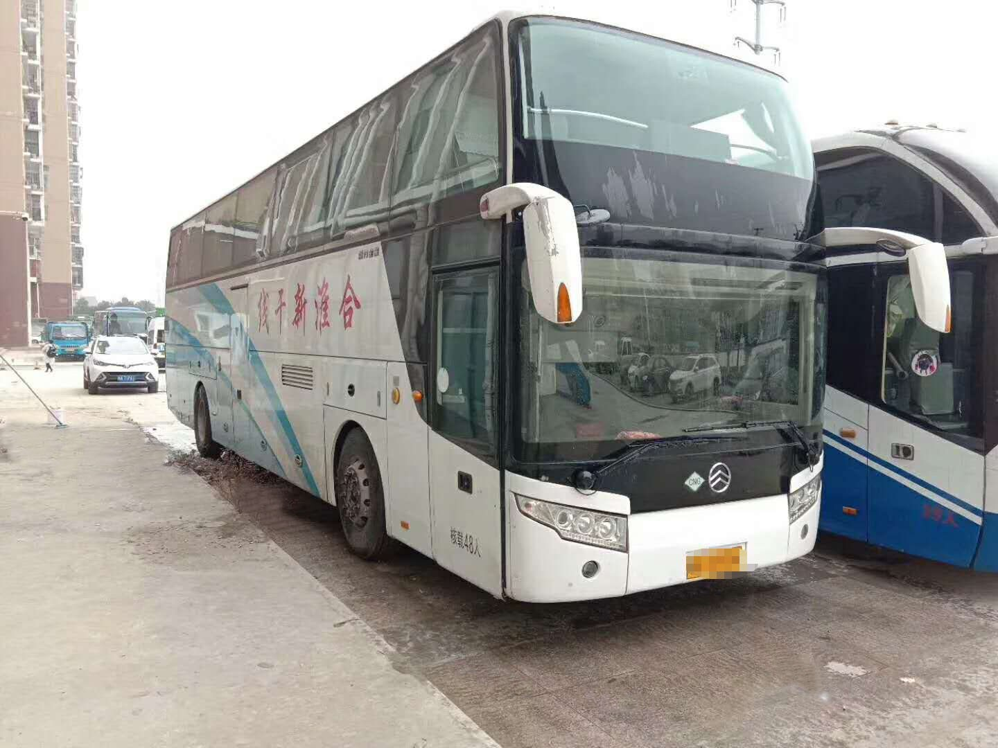 48 Seats CNG 12 Meters Second hand used coach bus 2013 year Airbag chassis with six new tires
